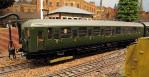 Hornby 2 Hal in Southern unlined olive green livery