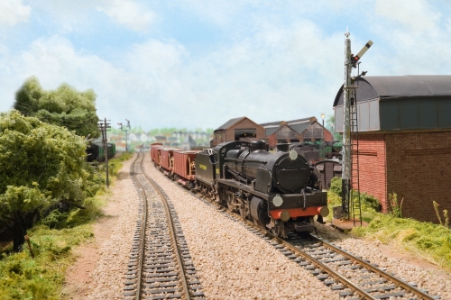 N1 No. 1822 heads west past the shed at Fisherton Sarum. The N1 is a conversion from a Bachmann N class.