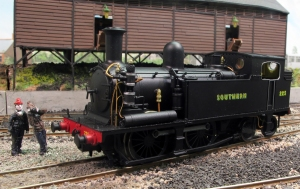 225 shows off the fine separately applied detail around the Westinghouse pump for Pull-Push operation. Train spotters bunking the shed are keen to take an picture of Fisherton Sarum's latest arrival...
