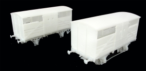 3D prints of the two SR cattle wagons dias 1529 (front) & 1530 (rear)