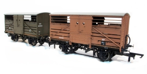 Hornby SR Cattle trucks Diad 1529 and Dia 1530